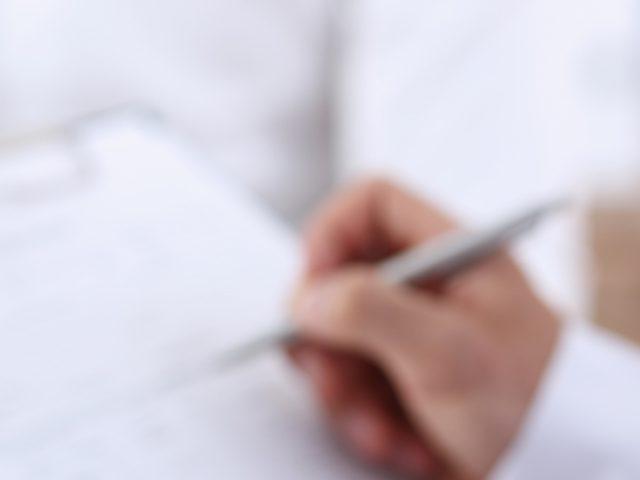 Darf ein Arzt die Laser-Tattooentfernung laut NiSV delegieren?
