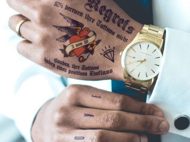 Studie: 37% haben schlechte Erfahrungen aufgrund ihrer Tattoos am Arbeitsplatz gemacht